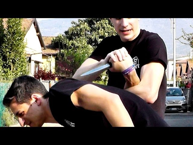 KRAV MAGA TRAINING • How to break the wrist