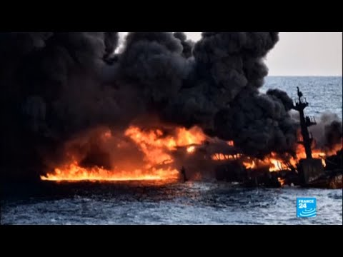 "East China Sea: Authorities battle ""largest tanker oil spill since 1991"""