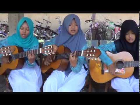 Secawan Madu-Latifah Cs-Belajar Gitar-SMPN 3 Bayat, Klaten, Jateng