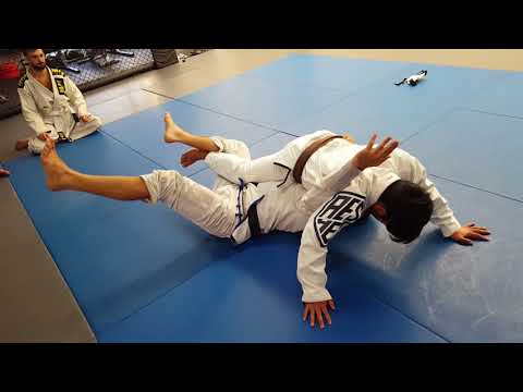 Defeating the weave pass with the underhook