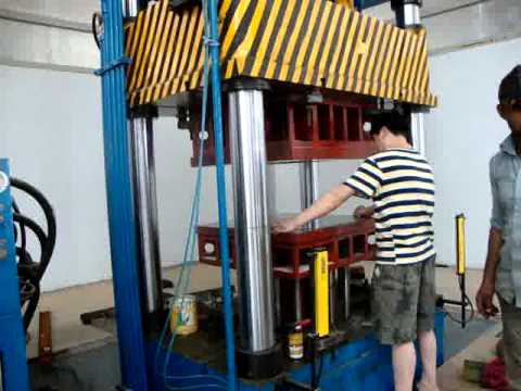 Four column type hydraulic deep drawing press for kitchen utensils / wheel barrow tray