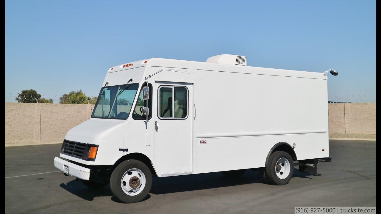 1999 GMC P30 14' Gas Step Van - YouTube
