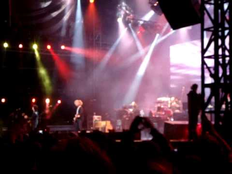 Live and let die - Paul McCartney LIVE IN HALIFAX 2009!