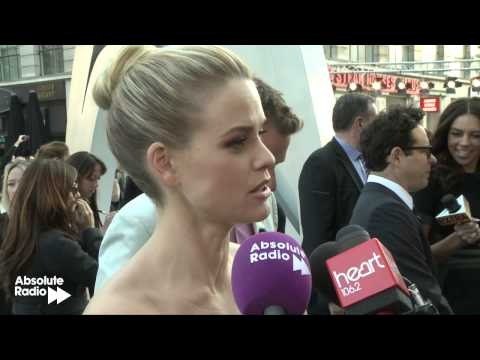 """Alice Eve: """"Chris Pine isn't naughty!"""" interview at Star Trek Into Darkness World Premiere"""