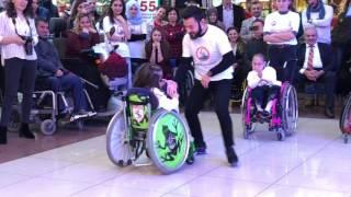 Tekerlekli sandalye dans show