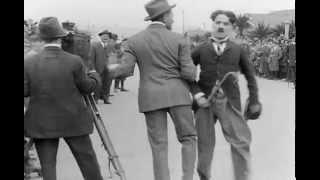 Детские автомобильные гонки (Charles Chaplin).(Скучающий бездельник-бродяга приходит поглазеть на гонки детских автомобилей. Там он сталкивается со съём..., 2014-04-07T23:36:01.000Z)