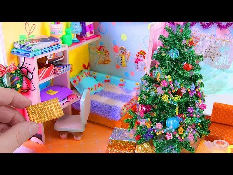 DIY Miniature Christmas-Themed Dollhouse Room & Christmas Tree and a Wreath
