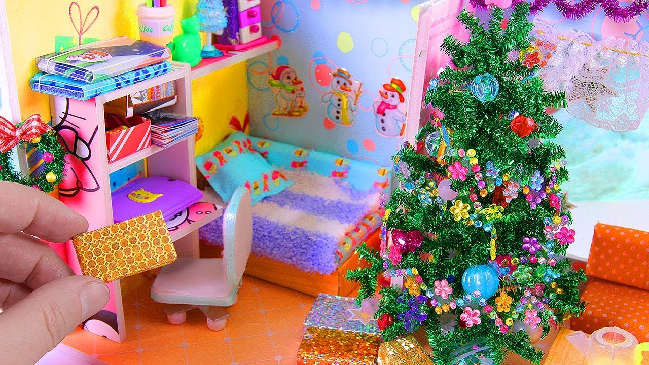 Diy Miniature Christmas Themed Dollhouse Room Christmas Tree And A