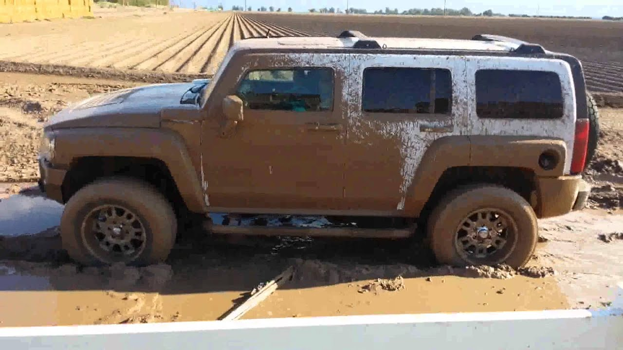 Hummer H3 in the mud4