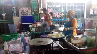 Best streetfood in Thailand! Traditional Roti made on the street in Krabi town