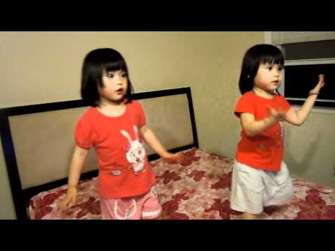 3 yrs old cute twins dancing on Single Ladies