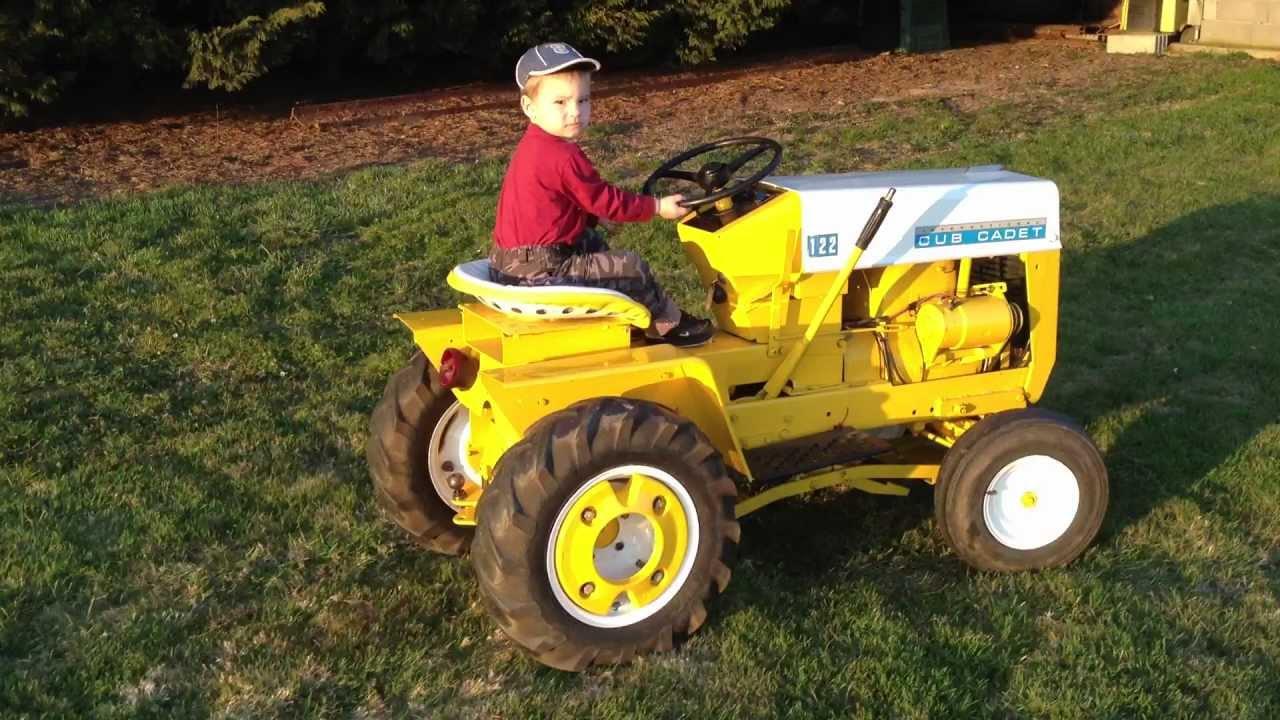 tracteur hi cub cadet tondeuse avec aaron 2ans1 2 youtube. Black Bedroom Furniture Sets. Home Design Ideas