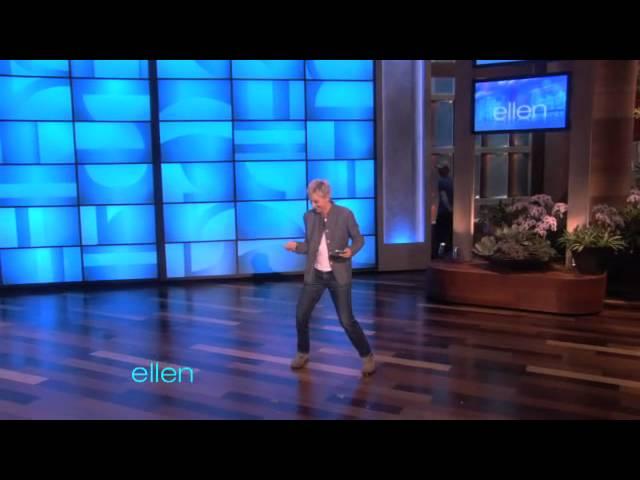 Ellen Rehearses Her Mint Throws!