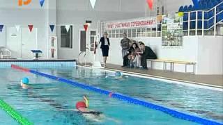 На урок физкультуры в бассейн