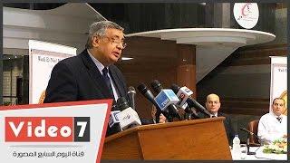 وزير الصحة الأسبق يطالب بتطبيق التأمين الصحى الشامل
