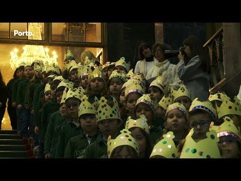 Crianças de Nevogilde cantam as janeiras na Câmara do Porto