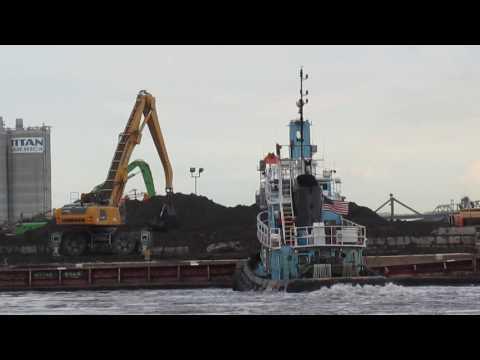 Offloading dredge spoils