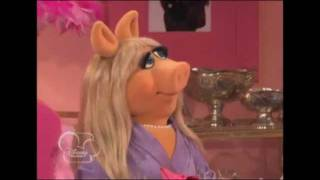 "So Random ""Miss Piggy Dinner Date"" TV Clip Official"