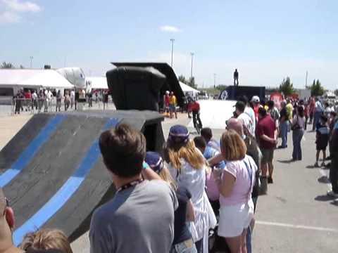 Houston Grand Prix 2007 BMX bike stunt near waxed