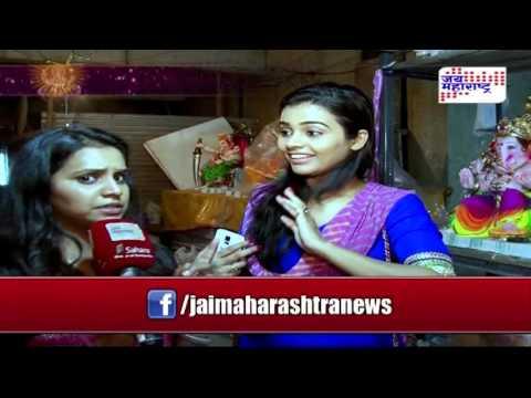 Celebrity Ganesha:  Actress Akshaya Gurav shops for Ganesha