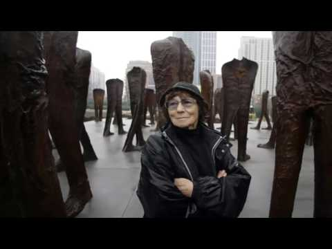 Magdalena Abakanowicz, Sculptor of Brooding Forms, Dies at 86