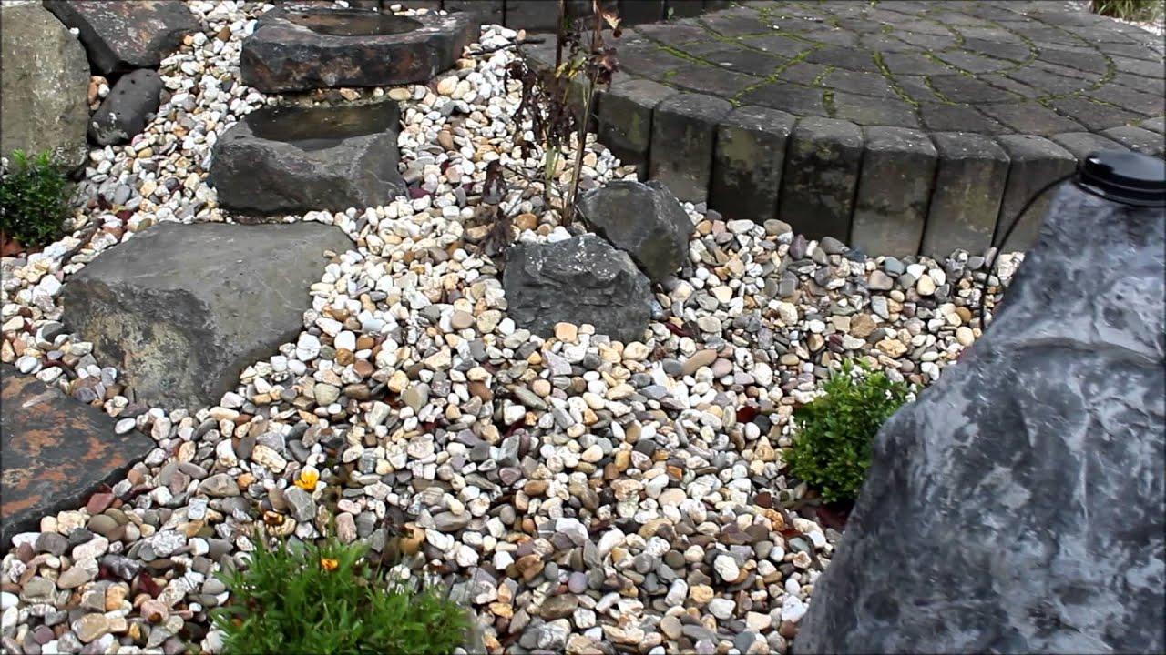 Ein Steingarten mit einem Bachlauf aus Kunstfelsen - YouTube