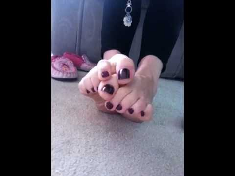 hot milf wriggling her sexy toes