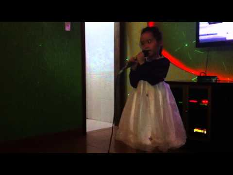 Camry hát Karaoke