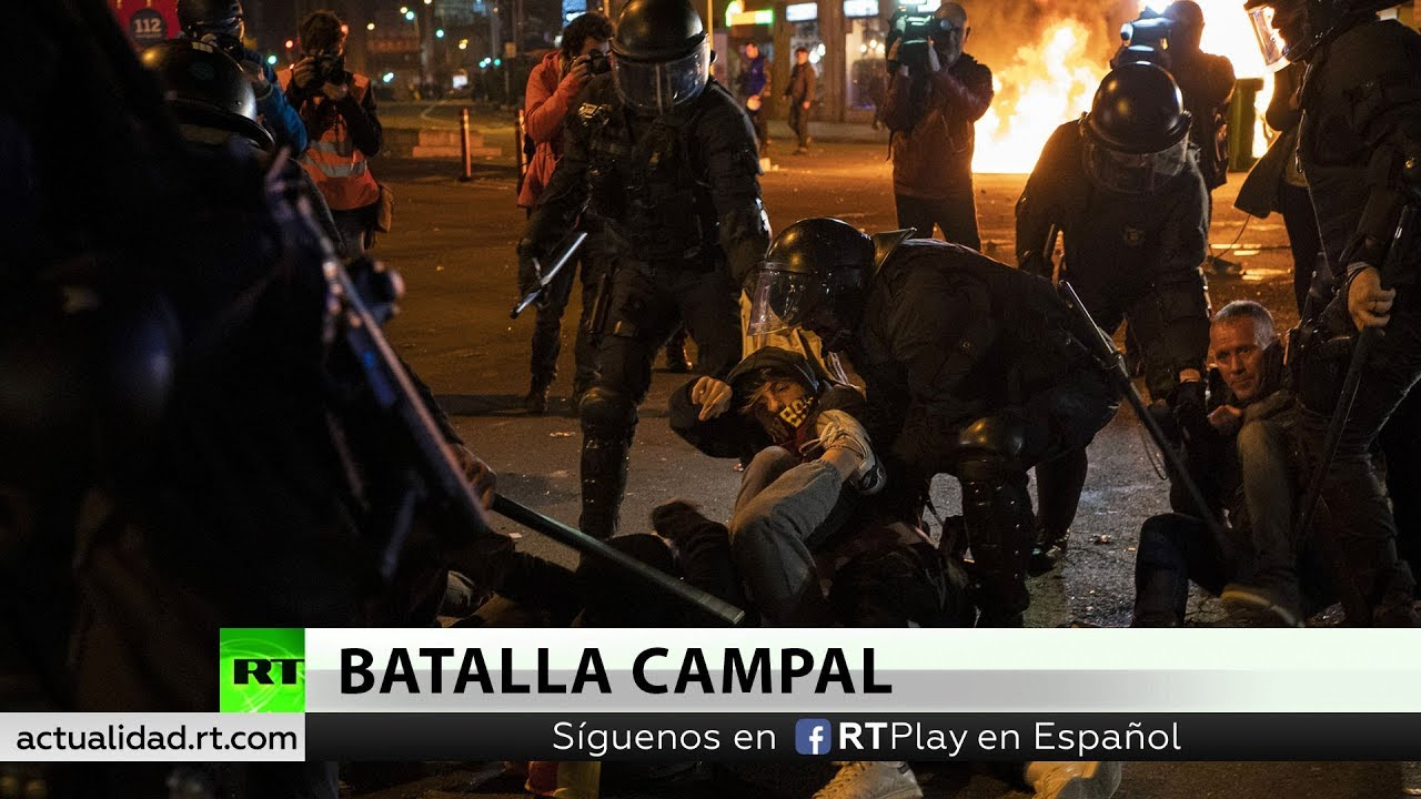 Decenas de heridos y varios detenidos durante los disturbios fuera del Camp Nou durante el 'Clásico'