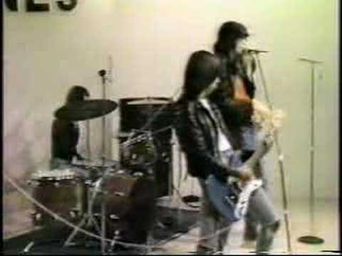 Ramones - Loudmouth (1975 Live in Japanese TV)