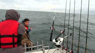 Ловля лосося в море.