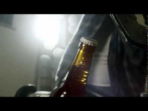 ots.Video: Viral-Spot mit Markenerlebnis: Veltins Kronkorken einfach mit Bikinischnalle oder Kettenssäge öffnen