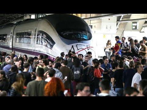 Catalan students blockade Barcelona's main train station