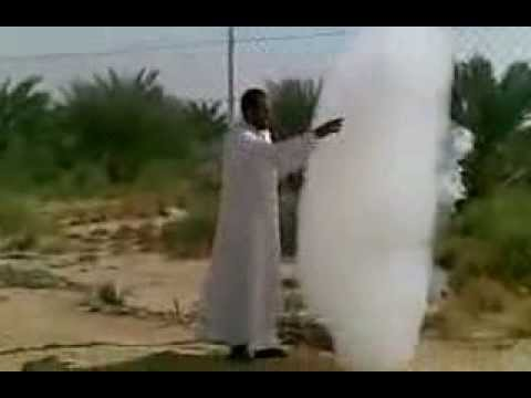Un nuage tombe sur terre à Abu-dhabi (E.A.U)