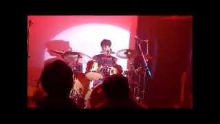 5月4日、ホテルの隣、ライブハウスで 生演奏を聞きました。 ドラムの...