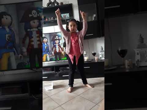Balti Ya lili par petite fille philippine française