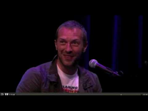 Chris Martin ( Coldplay ) Performs At The Apple Special Event On 1st September 2010