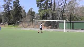 Трюки девушки с футбольным мячом стали хитом в Интернете
