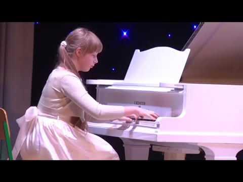 Sofiia Surkova (piano),
