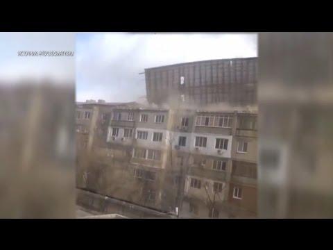 Ветер снёс крышу многоэтажки в Казахстане