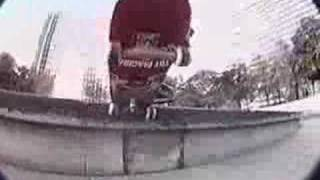 Bam Margera - Jump Of A Building (SKATING)