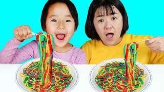 Suji Johny Johny Yes Papa Playing with Colorful Play Doh Noodles! learn Colors 리틀조이 LittleJoy