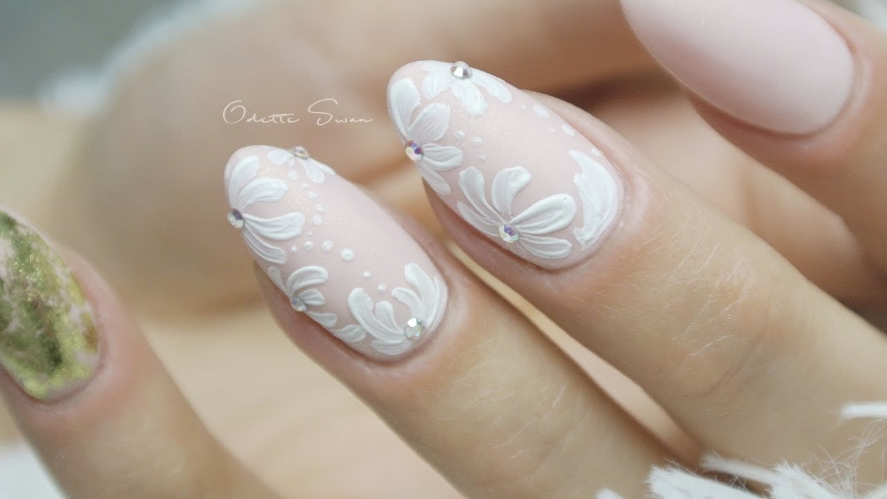 wedding nails flowers & gold