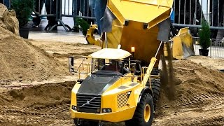 MODEL GIGANTEN XXXL IN SCALE 1:8 DUMP TRUCKS AND RC MACHINES AT WORK ON THE CONSTRUCTION SITE