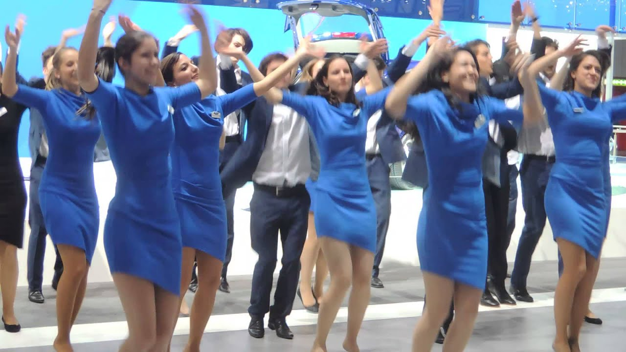 danse des h tesses sur le stand ford salon de l 39 automobile de gen ve 2014 youtube. Black Bedroom Furniture Sets. Home Design Ideas
