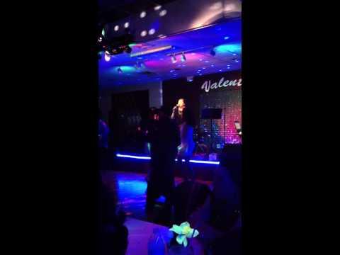 "Mai  Kim Nguyen singing Karaoke ""Sao Anh Van Vo Tinh"" 2013 Houston Texas"