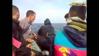 فيديو يُظهر العشرات من أسماك القرش تحوم حول قارب مطاطي يحمل 20 مهاجرا سريا كلهم مغاربة