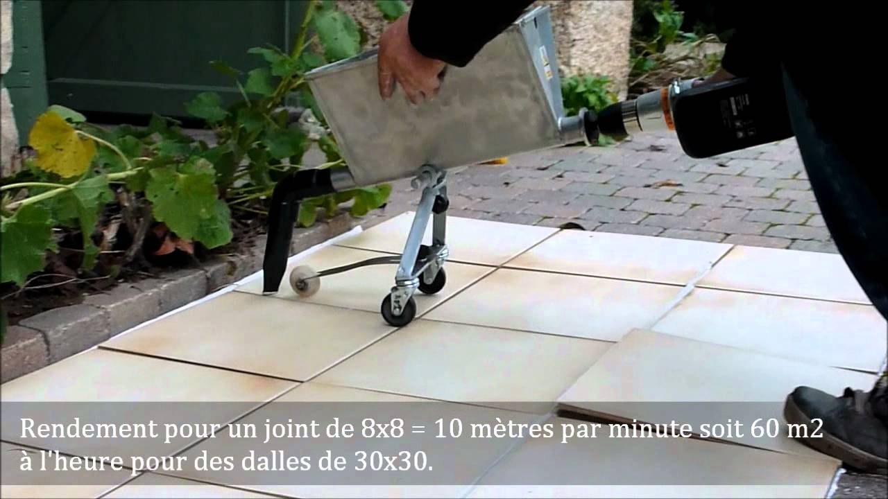 Joints sols et margelles avec le combi cr pi joint youtube for Machine a joint de carrelage