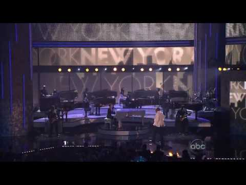 Jay-Z ft. Alicia Keys - Empire State of Mind (Live AMA 2009) HQ