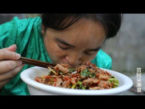 苗大姐做牛肉,用自制的剁椒,比头还大的碗吃个精光